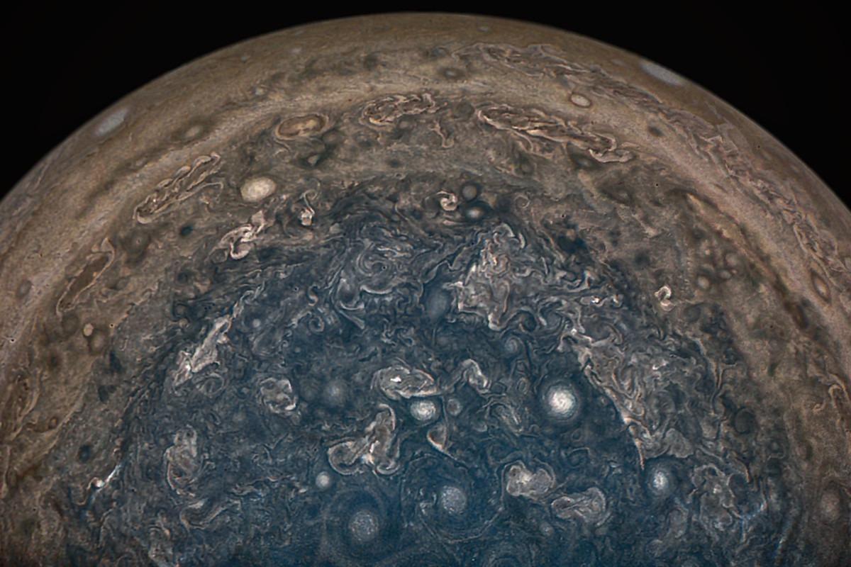 NASA's Juno Probe Reveals Cyclones